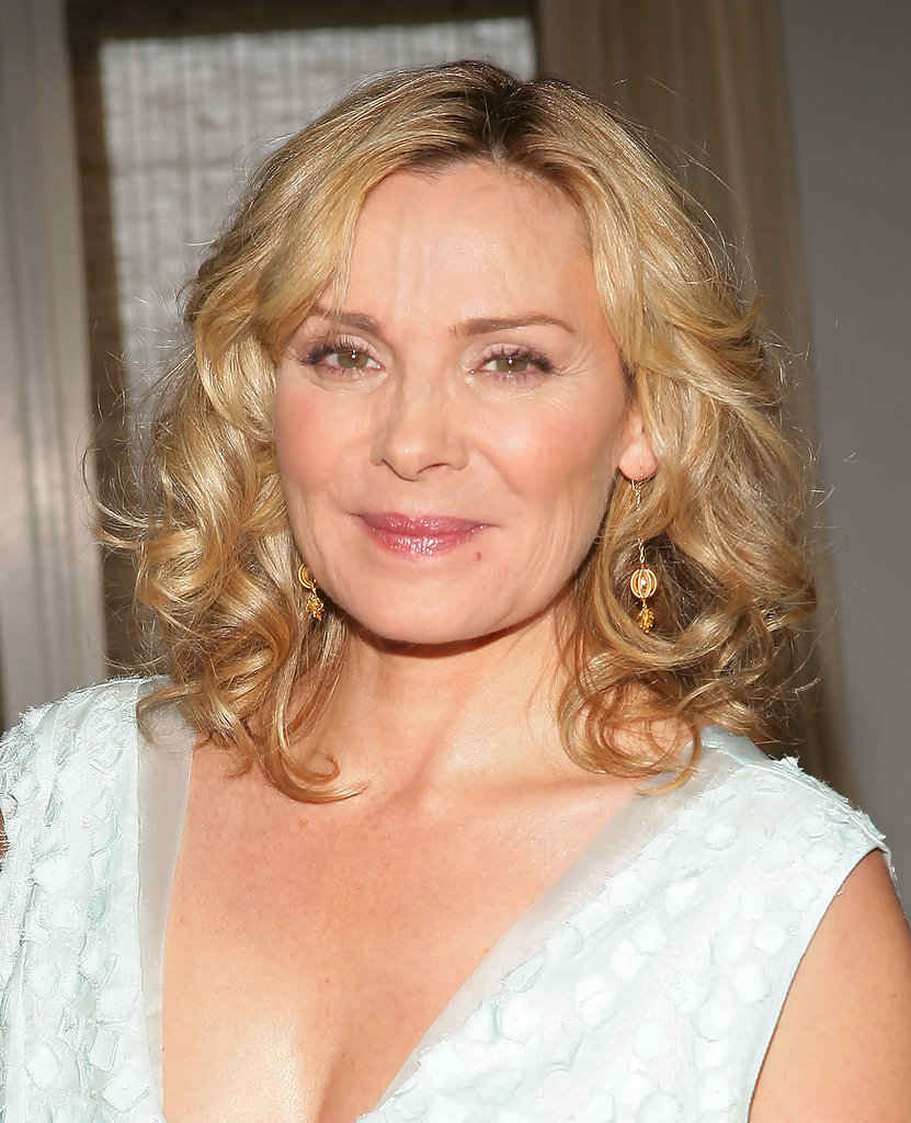 Kim Cattrall S Bouncy Curls Medium Length Hairstyles That Look Great On Women Over 50 It S Rosy