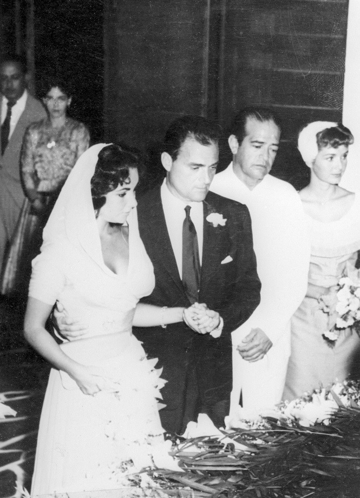 Taylor's Third Wedding Dress - 29 Looks That Made Elizabeth Taylor A Fashion Icon - It's Rosy