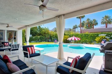 Live Like Lucille Ball And Desi Arnaz With This Amazing Vacation Rental